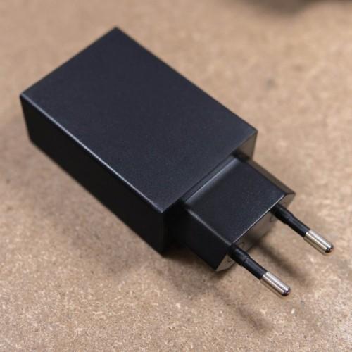 Univerzální 5V / 2000mA USB napájecí adaptér